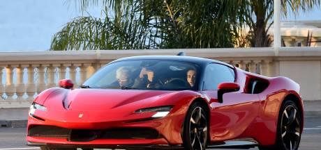 Charles Lerclerc traverse Monaco à toute vitesse au volant d'une Ferrari
