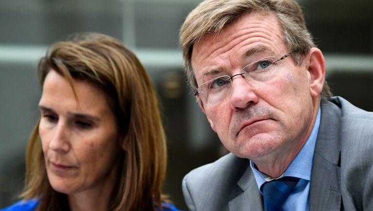 Ministers Sophie Wilmès van Begroting en Johan Van Overteveldt van Financiën.