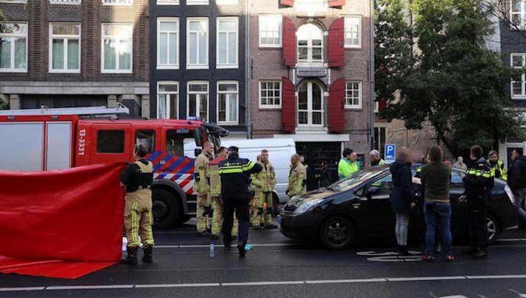 Een voetganger overleed na een aanrijding met een taxi van Uber op de Rozengracht. Beeld -