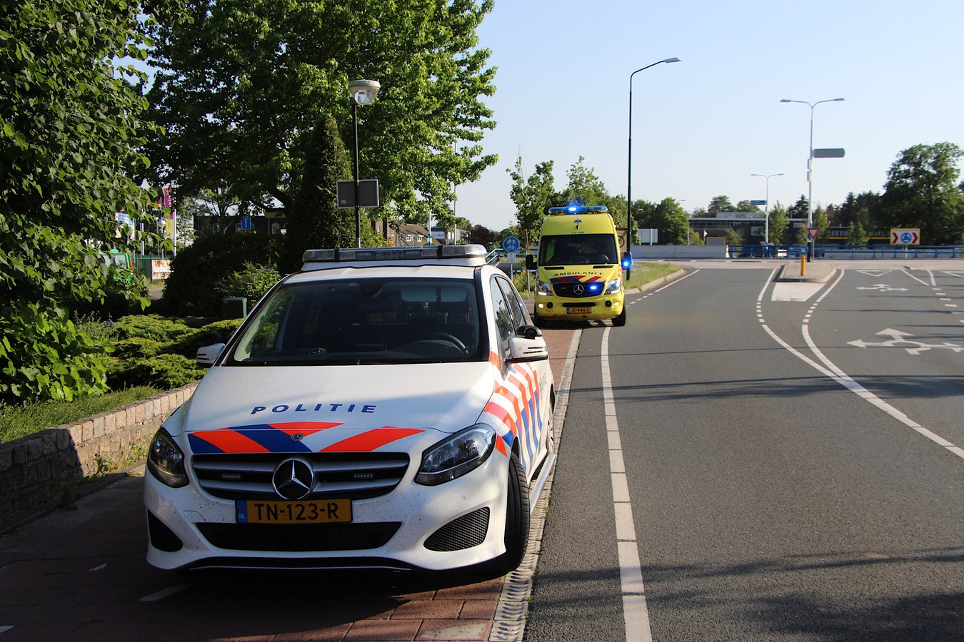 Botsing tussen wielrenner en scooter in Sint-Michielsgestel