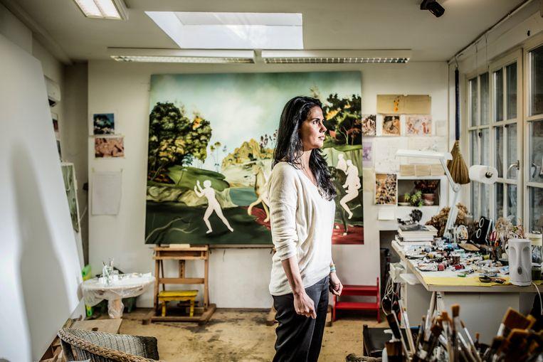 Sanam Khatibi in haar atelier in Elsene. Beeld Franky Verdickt