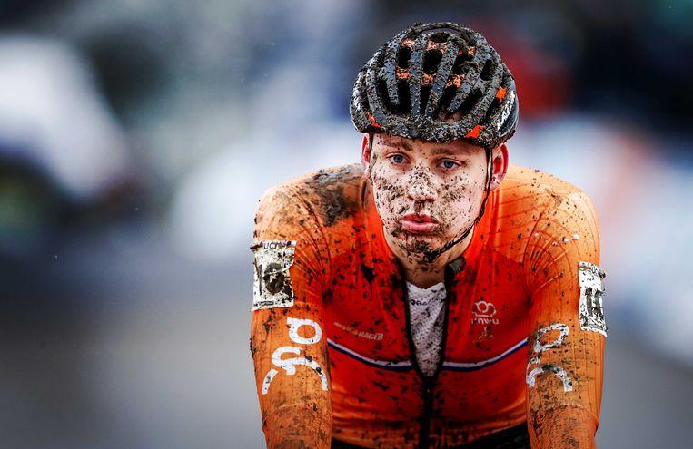 De Nederlandse topfavoriet Mathieu van der Poel moest voor eigen publiek genoegen nemen met de derde plaats. Beeld ANP