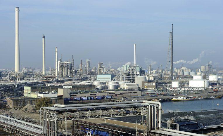 De raffinaderij van Shell Pernis in Rotterdam op archiefbeeld.  Beeld ANP XTRA