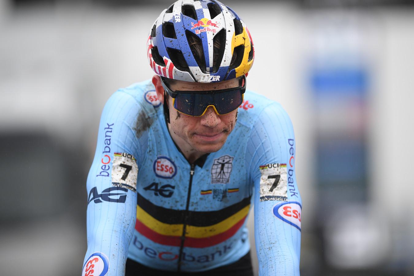 Wout van Aert bolde teleurgesteld over de finish.