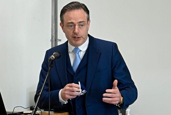 """Bart De Wever: """"Het is onbegrijpelijk dat een regering na 14 maanden pandemie niet in staat is om steden en gemeenten 48 uur op voorhand het MB te bezorgen."""""""