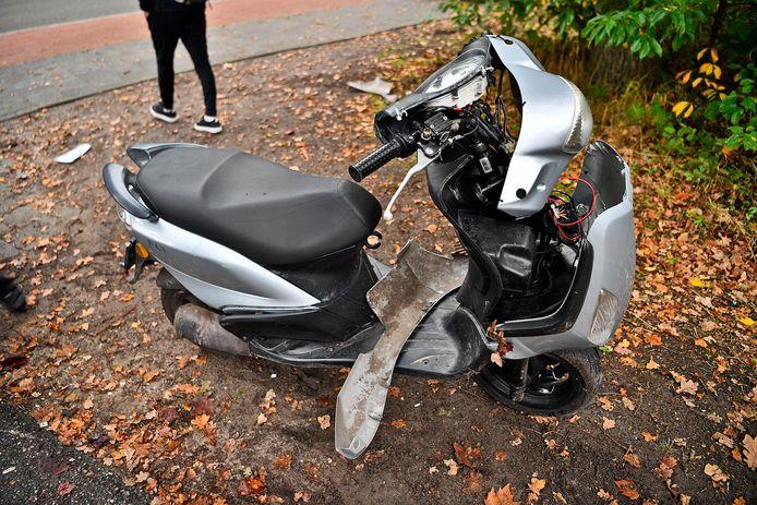 Een scooterrijder en automobilist zijn donderdagochtend gebotst op de Merendreef in Valkenswaard.