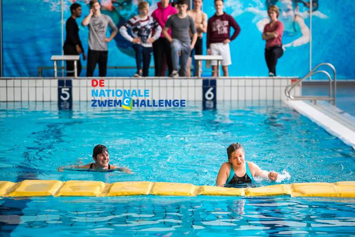 Kinderen en volwassenen kunnen tijdens de Nationale Maand van de Zwemveiligheid testen of ze nog wel 'zwemveilig' zijn.