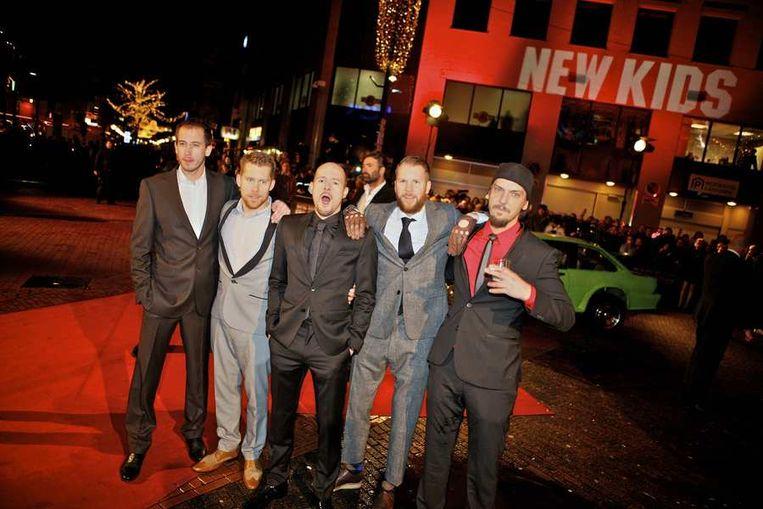 De cast van New Kids Nitro  gisteravond op de rode loper bij de première in  Eindhoven van de nieuwe film van producent Reinout  Oerlemans. © ANP Beeld
