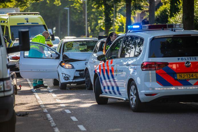 Bij het ongeval raakte een vrouw gewond.