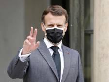 La remarque d'Emmanuel Macron sur le crop-top à l'école qui ne passe pas