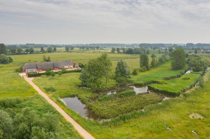 De Roode Hoeve aan de Zwaaksedijk 2 in Kwadendamme staat te koop.