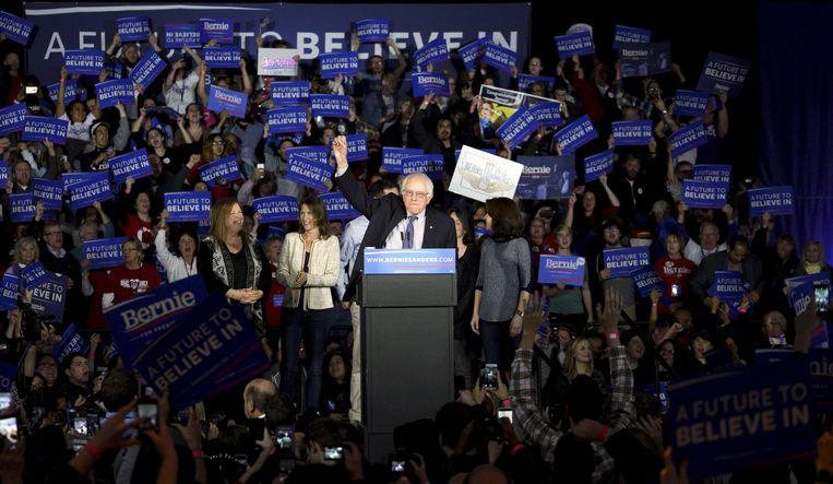 Bernie Sanders spreekt in Des Moines, Iowa. Zijn succes in de Democratische primary's blijft een lichtend voorbeeld voor mondiaal links. Beeld REUTERS