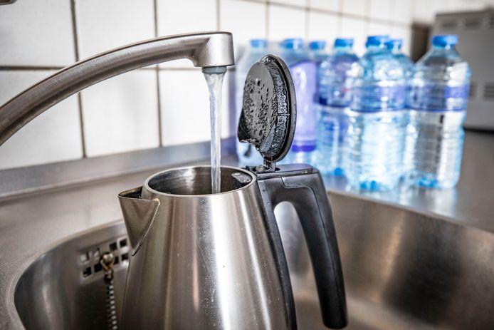 TT-2021-11411 - OLDENZAAL - Beeld die waterproblemen in Oldenzaal illustreert. Zorgen over met E.Coli-bacterie vervuild drinkwater in Oldenzaal. Inwoners wordt geadviseerd door Vitens om eerst het water 3 minuten te koken voor het te nuttigen. EDITIE: ALLE FOTO: Robin Hilberink RH20210903