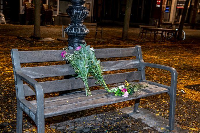 Op de plaats waar Maria werd neergestoken, werden bloemen neergelegd.