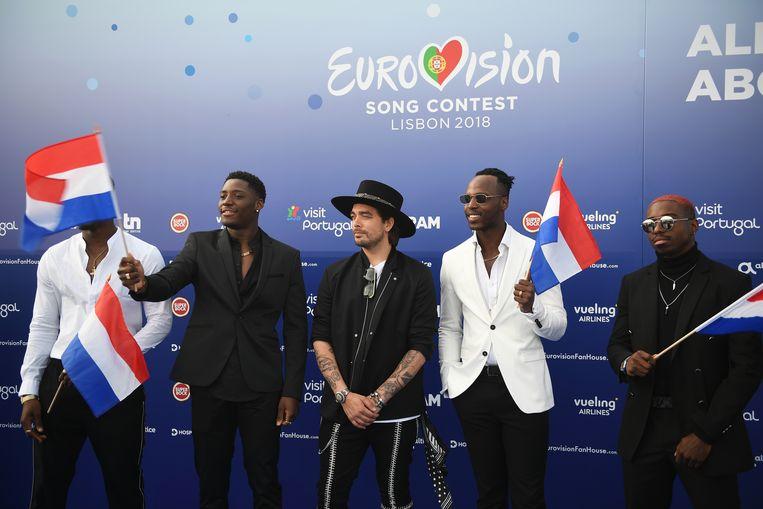 Zanger Waylon (midden) bij de openingsceremonie van het Songfestival in Portugal. Beeld HH