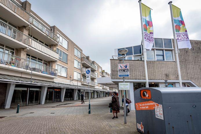 Het Ambachtsplein in Rotterdam-Zevenkamp kampt al jaren met leegstand. De gemeente Rotterdam werkt aan een nieuwe opzet, eventueel met Albert Heijn.