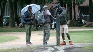 Peeters stuurt arbeidsinspectie naar migrantenronselaars in Maximiliaanpark
