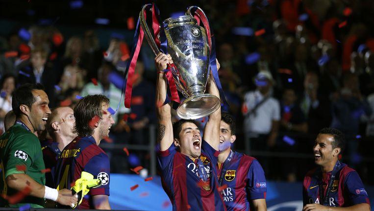 Luis Suarez tilt de beker omhoog na de winst in de Champions League vorig jaar Beeld anp