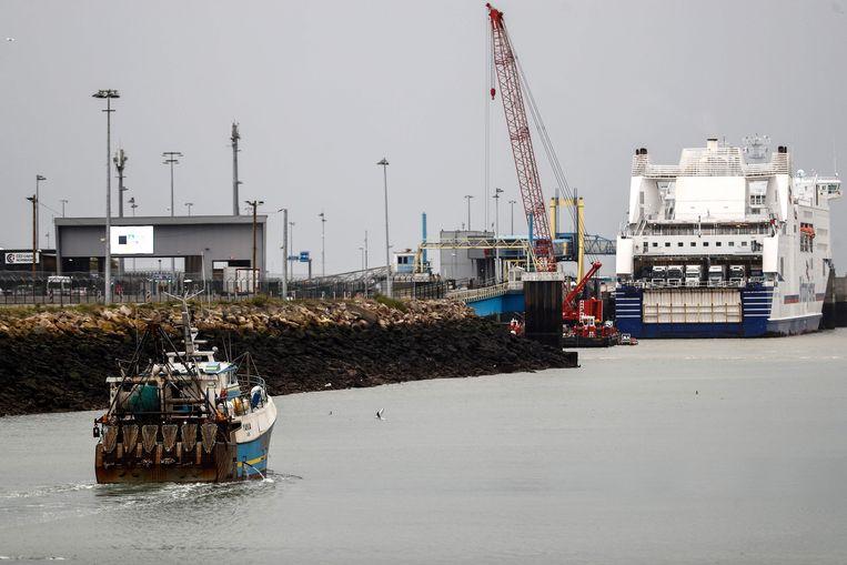 Archieffoto van een vissersboot die de haven van Ouistreham in Normandië binnenvaart. Beeld AFP