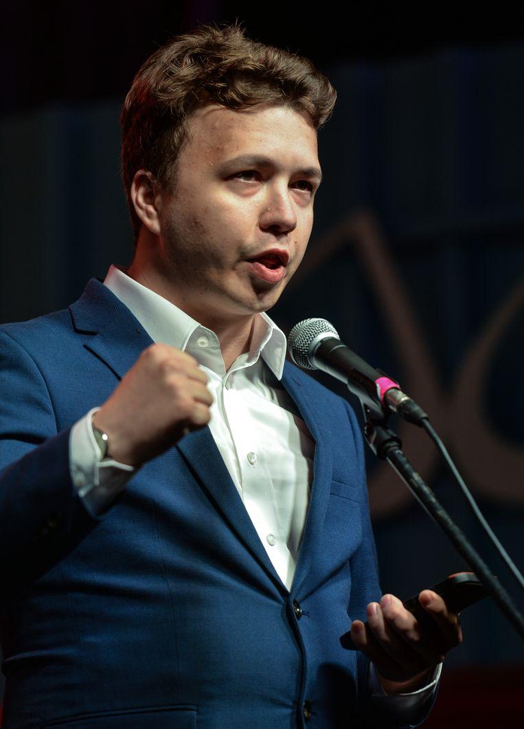 Raman Pratasevitsj spreekt in augustus 2020 een menigte toe in Polen bij de scheepswerf in Gdansk waar ooit de onafhankelijke vakbond Solidarnosc werd opgericht.  Beeld NurPhoto via Getty Images