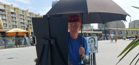 De zon in de ogen? Darek (59) klapt zijn plu uit en tekent een karikatuur in tien minuten