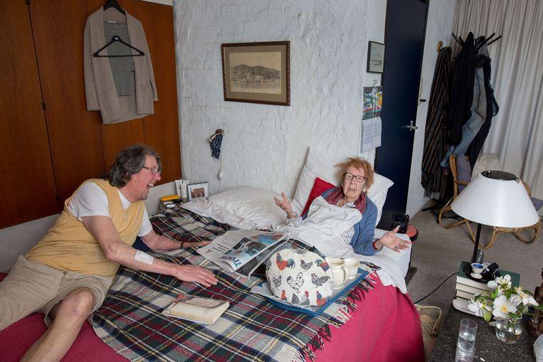 Barbara Higgs (100) en haar man Ron van Aalst (76).  Beeld Maartje Geels