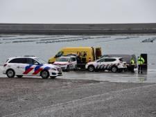 Duikers vinden auto met mogelijk inzittende(n) in water op Neeltje Jans