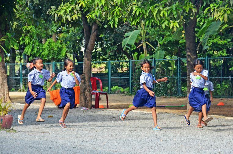 Archiefbeeld: schoolmeisjes in Cambodja.  Beeld Photo News