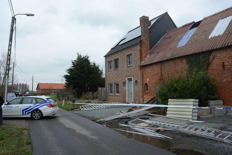 De stelling stond opgesteld aan een schuur waar enkele dakplaten moesten hersteld worden na de doortocht van storm Ciara.