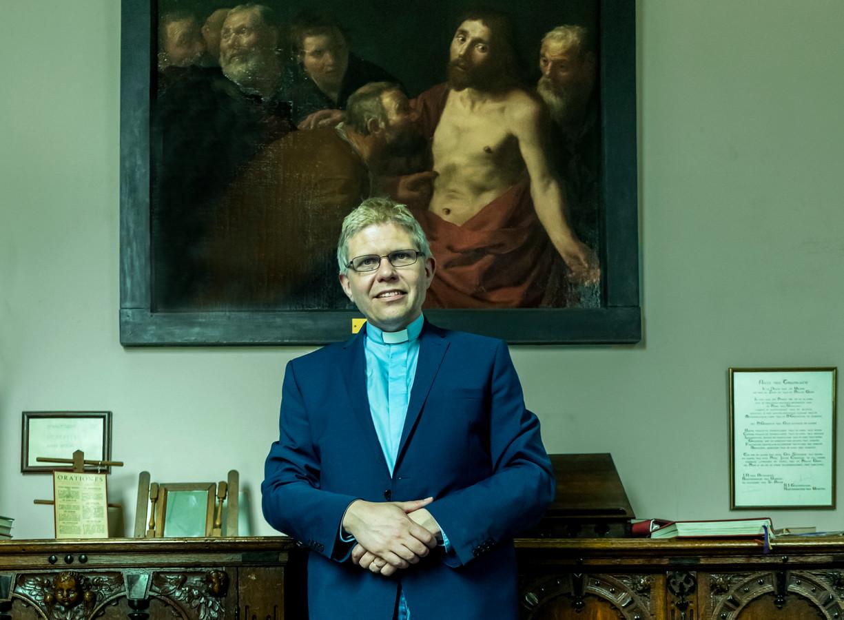 Bernd Wallet in de sacristie van de Sint-Gertrudiskerk in Utrecht, waar hij tien jaar priester was. 'De verschillen tussen protestant en katholiek zijn in feite marginaal.'
