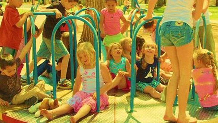 Spelende kinderen (D. Sharon Pruitt, Creative Commons) Beeld