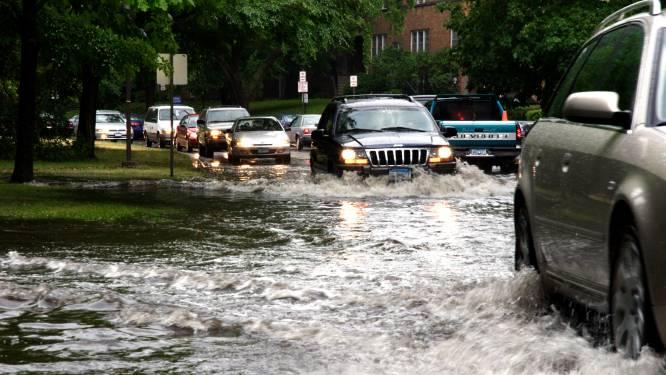 Auto beschadigd door een overstroming: wat vergoedt je verzekering?