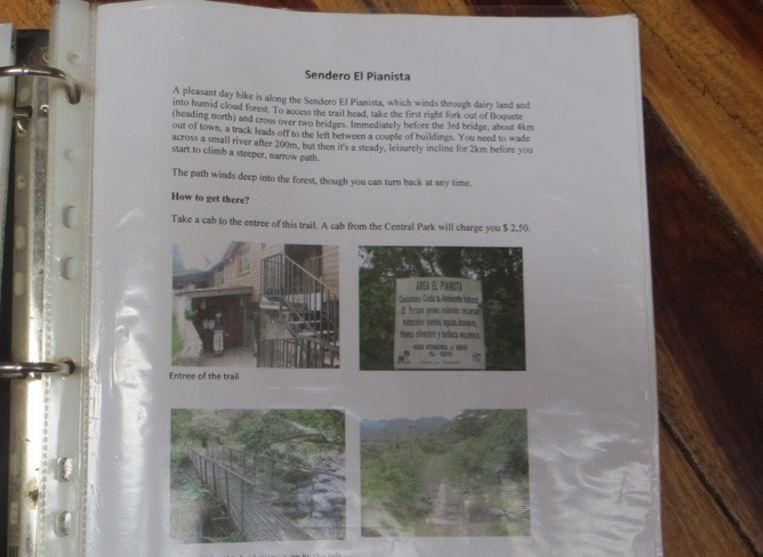 De map op de taalschool die Kris en Lisanne op de dag van hun verdwijning nog hebben ingezien. Ook hier meldt de tekst dat de wandeling een 'pleasant day hike' betreft. Beeld Volkskrant