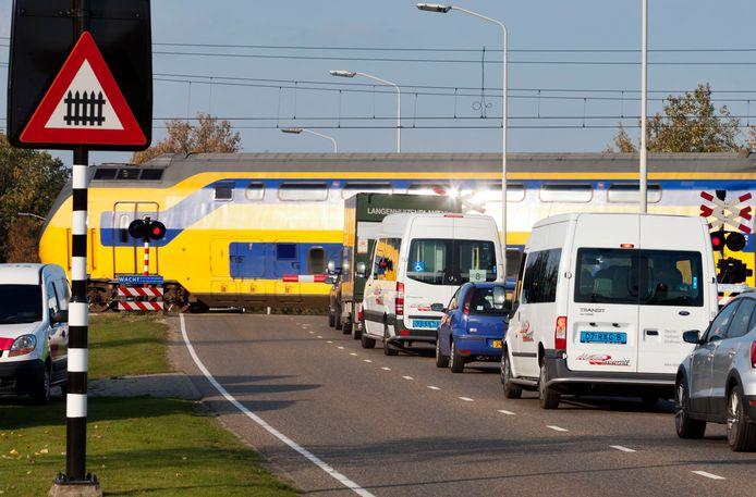De spoorwegovergang bij Binderendreef in Deurne.