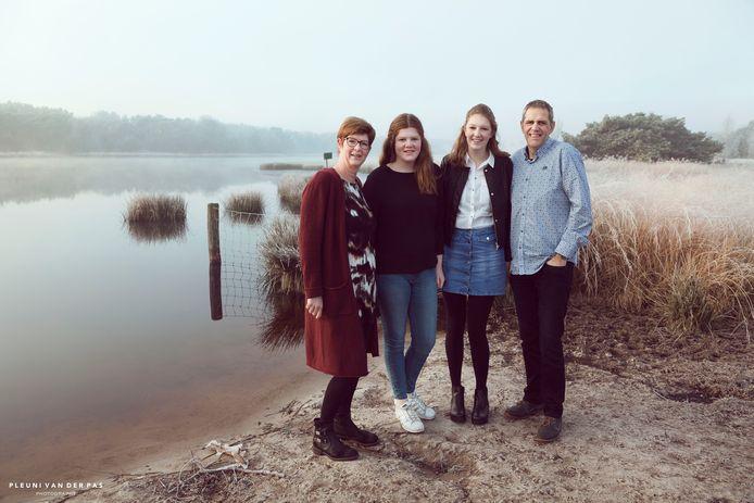 Mama Mieke, Yara, Marit en papa Joop.