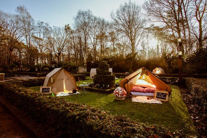De kartonnen tentjes op het Herautenplein in het Sprookjesbos.