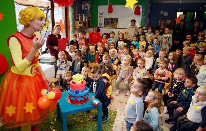Kaatje bouwt een feestje met de jongste kinderen