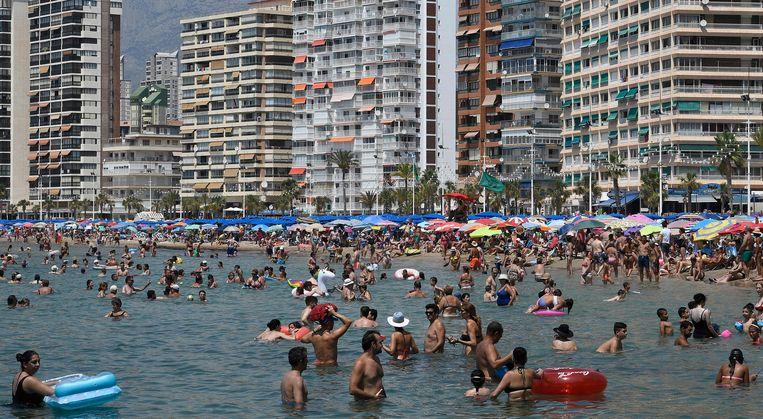 Nu de besmettingen in hoog tempo oplopen, wordt een vakantie naar bijvoorbeeld de Spaanse zon steeds onzekerder . Beeld AFP