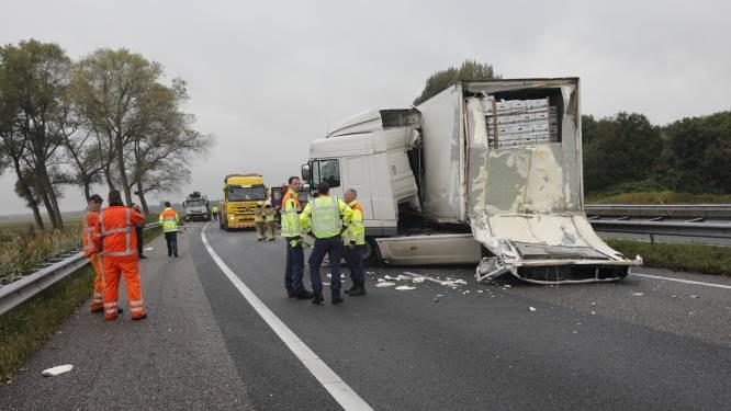 Enorme schade aan A58 na ongeluk tussen vrachtwagens: weg opnieuw geasfalteerd