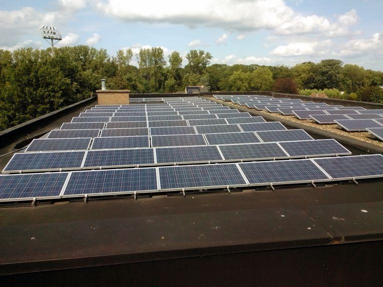 Oud-Heverlee gaat voor energiebesparing en liet eerder al zonnepanelen plaatsen op de daken van gemeentelijke gebouwen. repro Vertommen