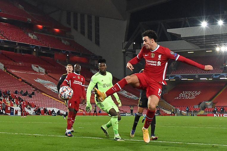 Curtis Jones scoort voor Liverpool tegen Ajax. Beeld AFP
