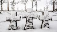 Sneeuw zorgt voor speciale sfeer op oorlogsmonumenten