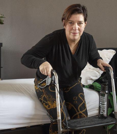 Oldenzaalse zussen belanden gelijktijdig met corona in ziekenhuis: 'Ben voor de dood weggehaald'