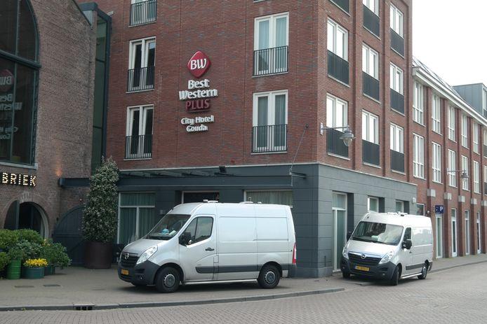 In het Best Western Hotel in Gouda is woensdagmiddag 16 juni een dode aangetroffen. De forensische opsporing doet onderzoek.