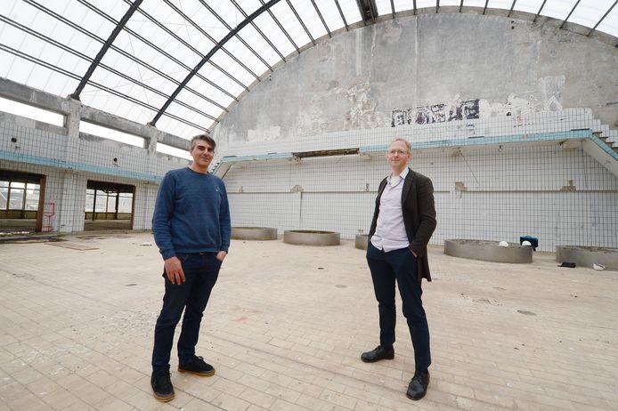 Marko Matic (l) en Erik Workel van IAA. Het architectenbureau maakte het nieuwe ontwerp voor de oude melkhal aan de Raiffeisenstraat en verhuist daar dit jaar zelf naar toe.