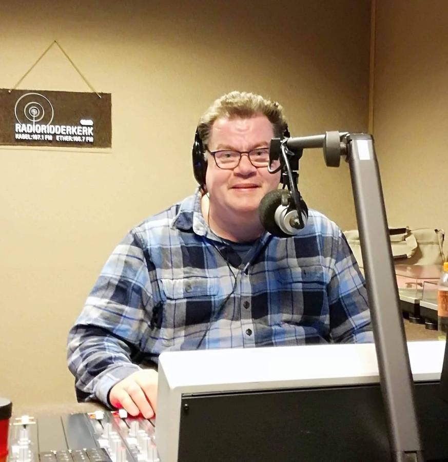 Helemaal in zijn element was Richard in de radiostudio.