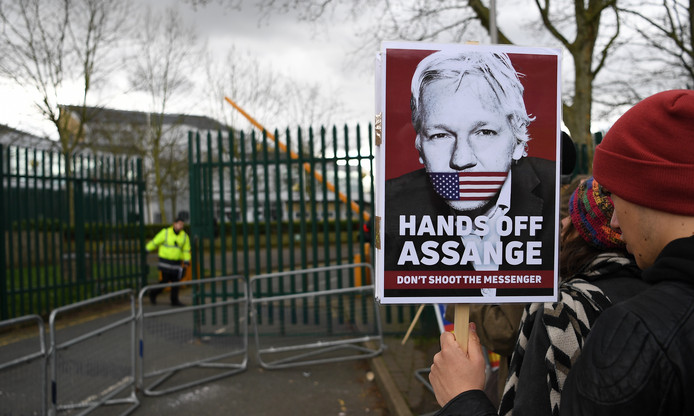 epa08249803 Julian Assange supporters outside Woolwich Crown Court in London, Britain, 26 February 2020.  Assange is facing extradition to the US on 18 charges and faces up to 175 years in prison if found guilty.  EPA/ANDY RAIN