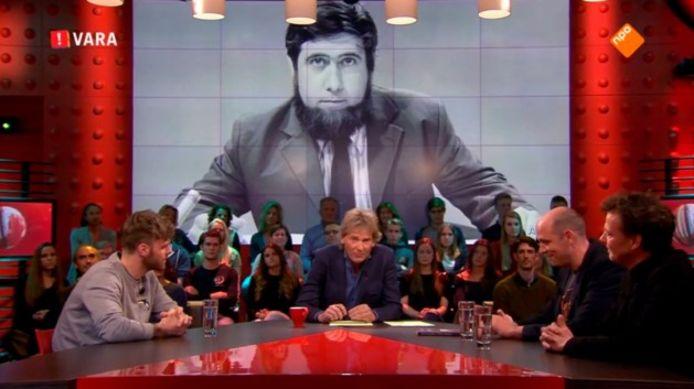 Tim Hofman (links) bij een uitzending van De Wereld Draait Door.
