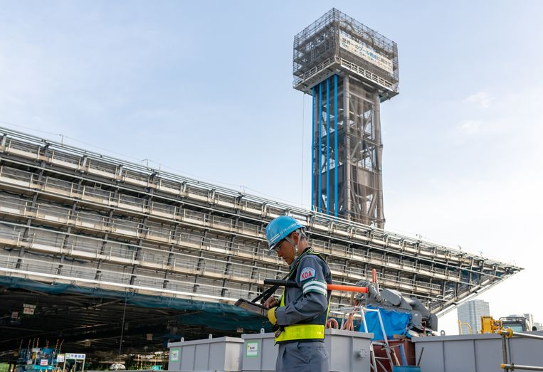 De bouw van het Olympisch zwemstadion voor de Olympische Spelen in 2020 in Tokyo. Beeld ANP