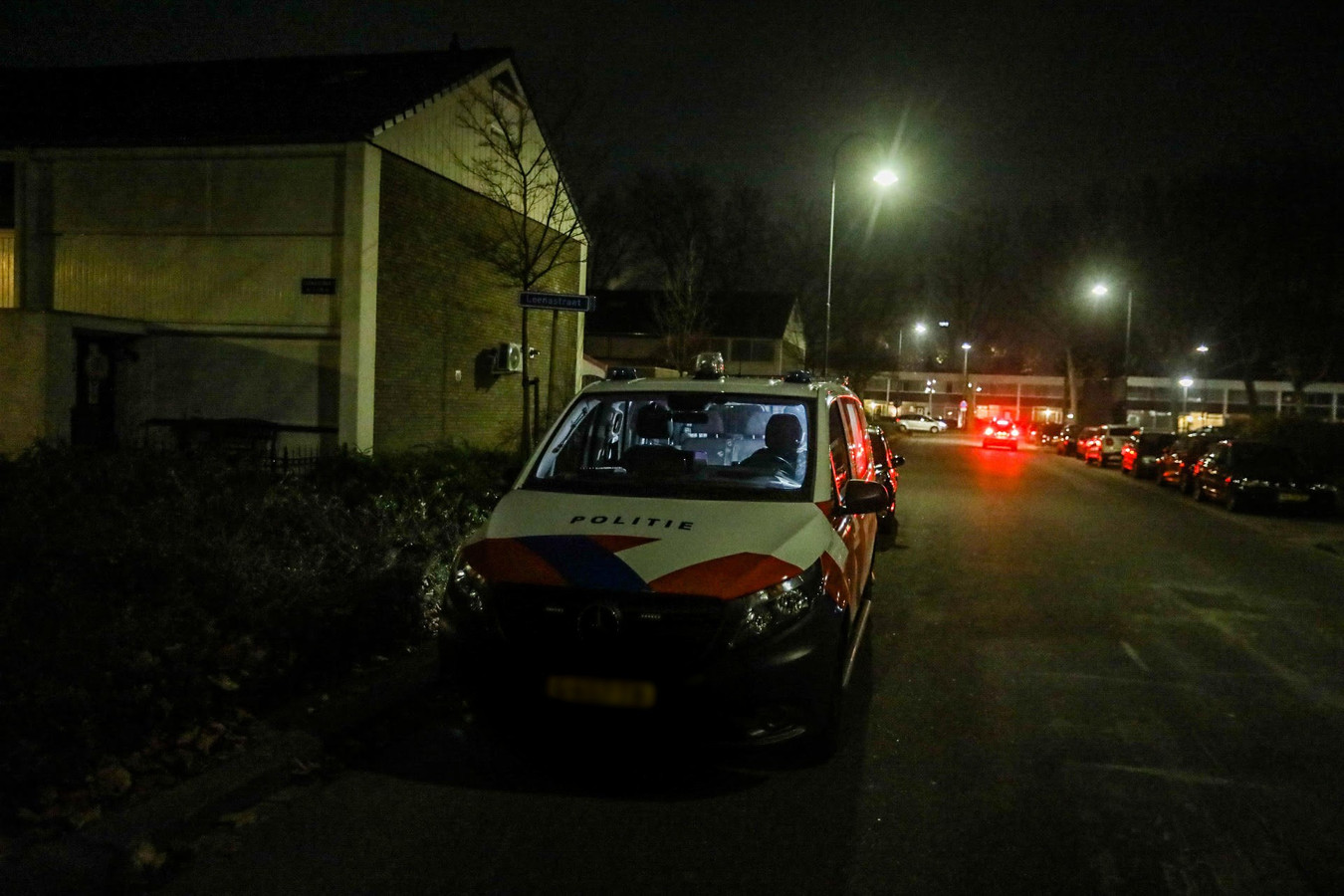 Politie aanwezig na de straafroof in Helmond.